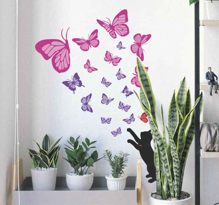 TENSTICKERS. 猫狩り蝶壁デカール. 猫が蝶に手を伸ばす、さまざまなカラフルな蝶でデザインされた蝶の壁アートステッカー。適用が簡単で質が高い。