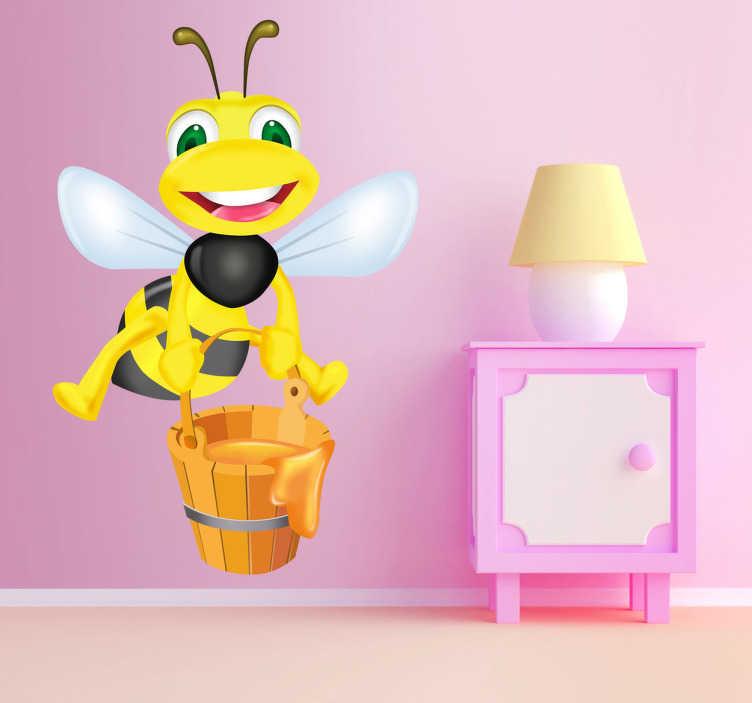 TenVinilo. Pegatina infantil abeja cubo de miel. Simpática avispa llevando un cubo lleno de miel para un rico desayuno. Adorna con este Adhesivo infantil y divierte a tu hijo con solo mirar la sonrisa de este singular insecto.