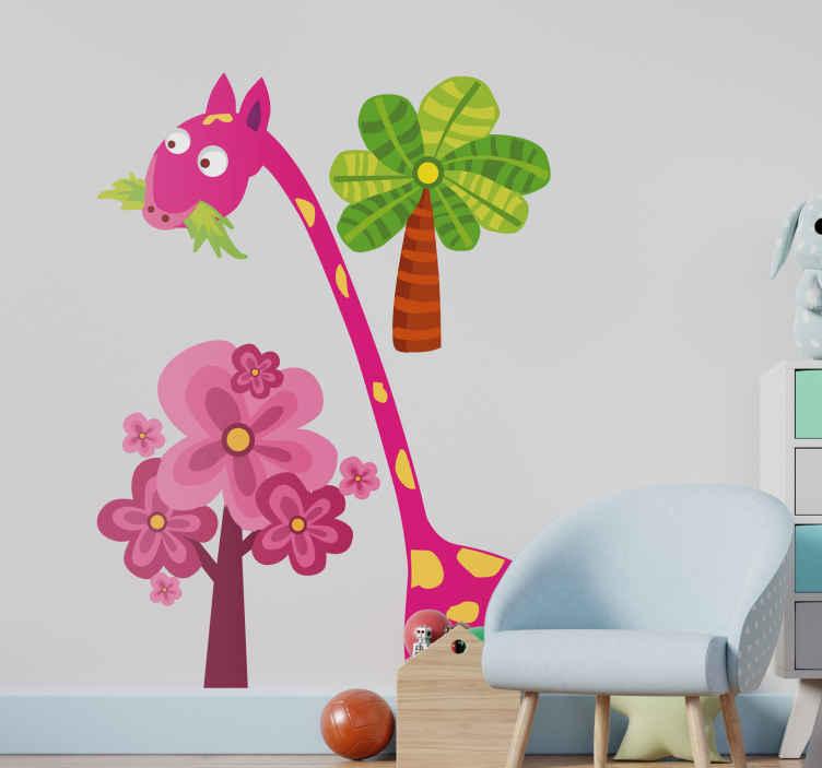 TenVinilo. Vinilo infantil jirafa rosa comiendo. Adhesivo ilustrado de una estampa típica de la sabana africana. Una jirafa comiendo y dos árboles de colores dándole cobijo. Un vinilo infantil que quedará chulísimo en las paredes de tu hogar.