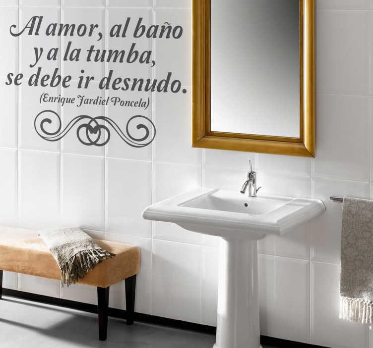 TenVinilo. Vinilo decorativo frases lavabo. Proverbio de Jardiel Poncela para decorar las paredes de tu baño. Dale un toque diferente y cultural a ese espacio tan visitado de la casa.