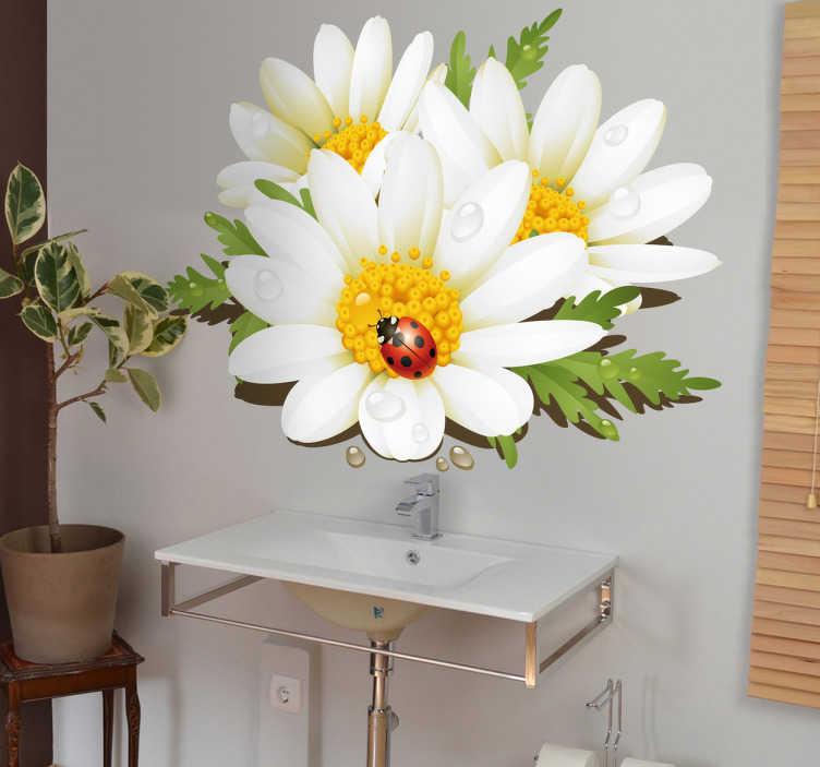 TenStickers. Naklejka dekoracyjna stokrotki. Naklejka dekoracyjna przedstawiająca trzy białe kwiatki, a na nich biedronkę. Oryginalny pomysł na dekorację łazienki.