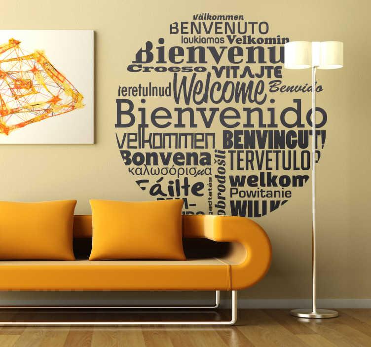 TenStickers. Sticker bienvenue langues. Un sticker rond agrémenté de textes de bienvenue dans différentes langues pour donner une touche internationale à votre décoration et accueillir vos invités à bras ouverts.