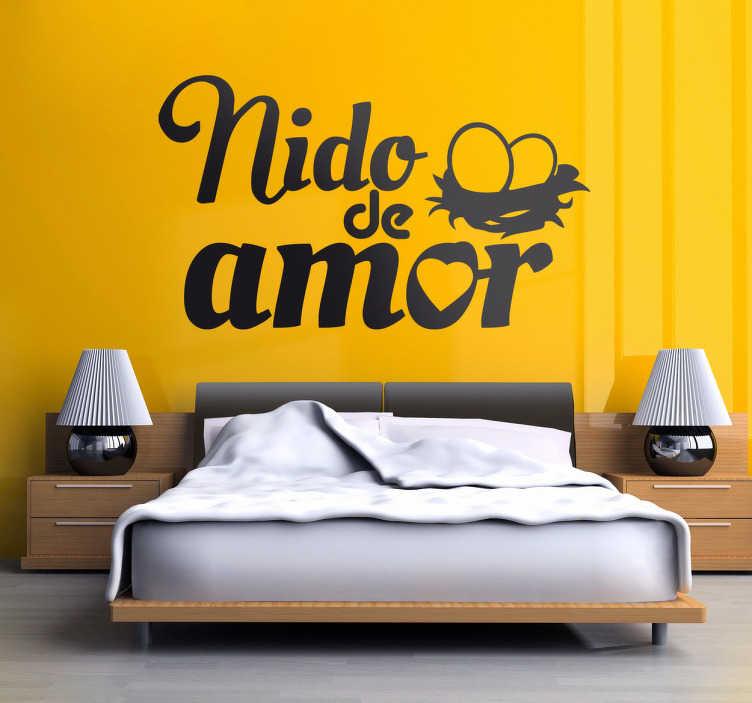 TenVinilo. Vinilo decorativo nido de amor. Divertido adhesivo pensado para decorar el cabezal de tu cama. Demuestra que sois una pareja enamorada con este original diseño.