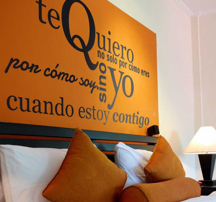 TenVinilo. Vinilo decorativo texto te quiero. Decora la cabecera de tu cama o el rincón de tu casa que desees con un texto adhesivo que es toda una declaración de amor.