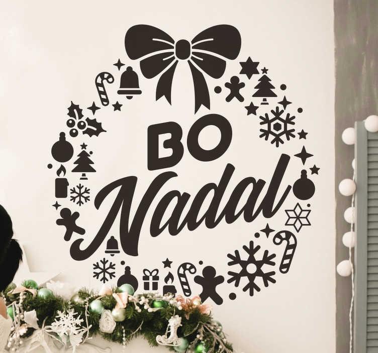 """TenVinilo. Vinilo de Navidad Corona Bo Nadal Gallego. Pegatina formada por el diseño de una corona creada por diferentes elementos navideños y con el texto en el centro """"Bo Nadal"""". Precios imbatibles ."""