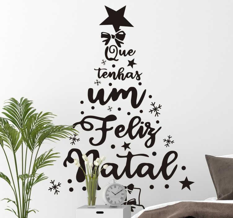 TenStickers. Autocolantes decorativos de Natal Pinheiro feliz natal pt. Pinheiro feliz natal pt vinis decorativos de natal desenhado com texto em fonte adorável montado com características de estrelas, enfeites e recurso para uma árvore.