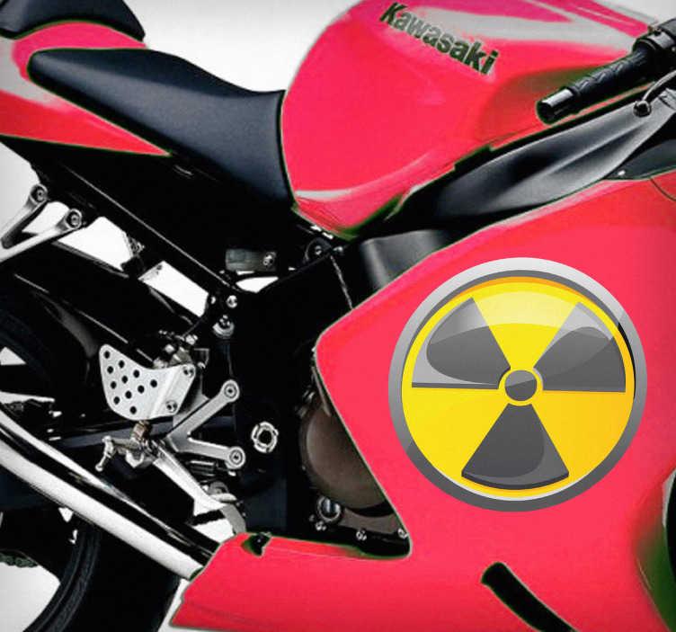 TenStickers. Sticker logo radioactief. Deze sticker omtrent het waarschuwingssymbool van radioactivieit. Geschikte decoratie voor uw voertuig.