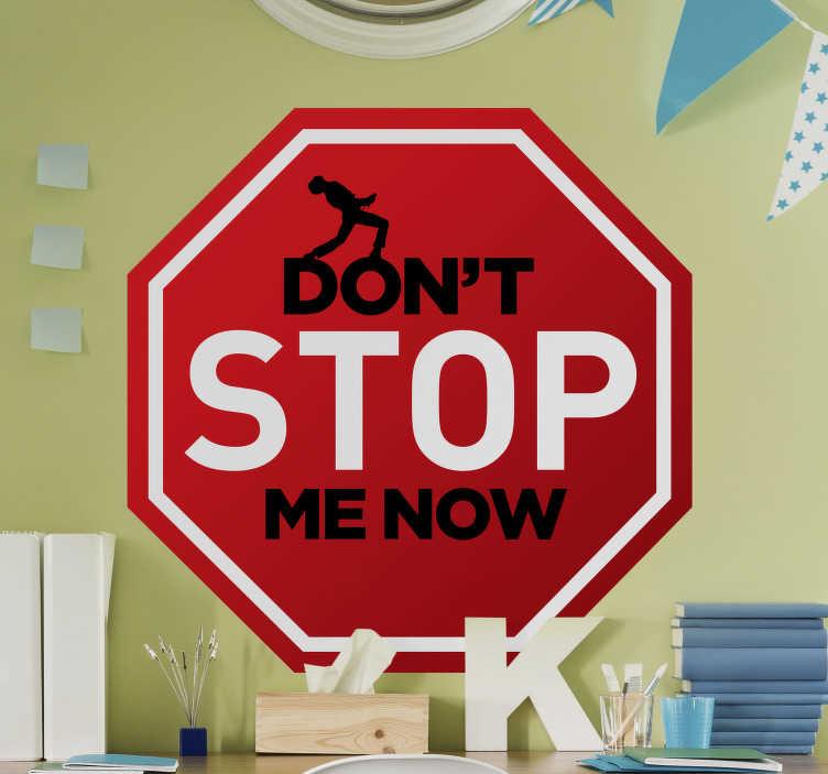 TENSTICKERS. フレディ・マーキュリーはポップミュージックの壁のステッカーを止めないでください. 「今は私を止めないでください」というテキストとその上に出演するアーティストがいる六角形のクラシック音楽表現の装飾的な壁のステッカー。