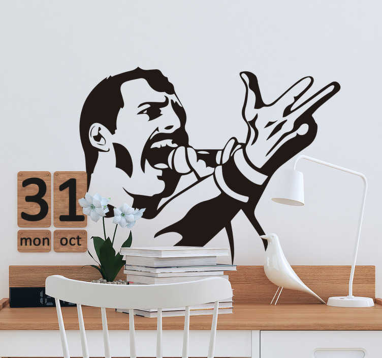 TenStickers. Freddie Mercury porträt wandtattoo. Selbstklebendes, leicht aufzutragendes wandtattoo mit porträt von Freddie Mercury. Es ist in einem zeichenstil in schwarzweiß gestaltet.