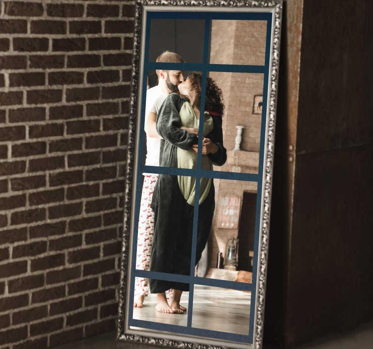 TenStickers. 工业镜框贴纸. 使用我们的工业装饰镜框贴花装饰您的镜面,您可以选择自己喜欢的尺寸。