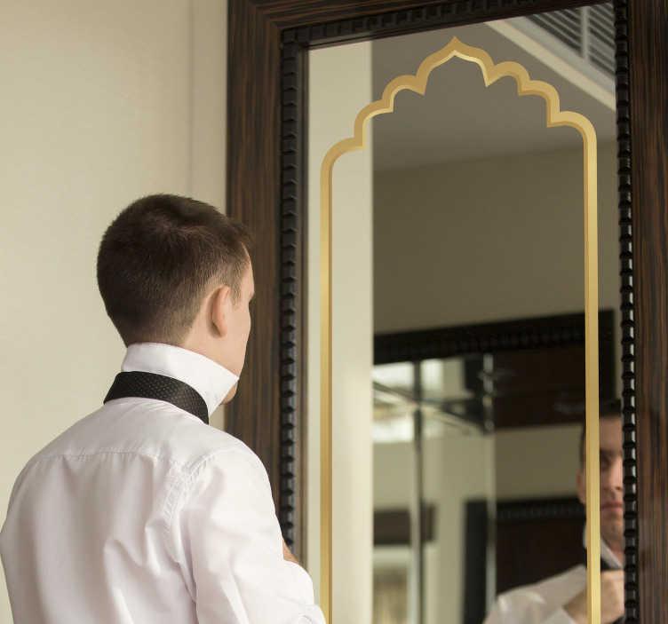 TenStickers. 摩洛哥镜框贴纸. 用我们丰富的经典阿拉伯装饰框架装饰您的镜子表面,可以为您的镜子创造出轮廓分明的美丽表面。