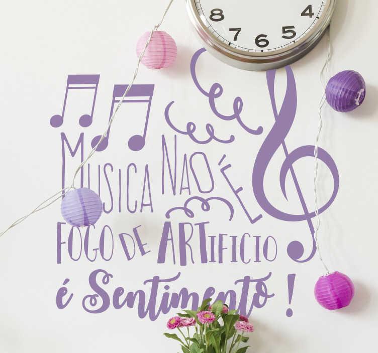 """TenStickers. Autocolantes de citações celebres Citação Salvador Sobal. A frase célebre """"Música não é fogo de artifício, é sentimento!"""" de Salvador Sobral em autocolante vinilico perfeito para uma decoração original."""