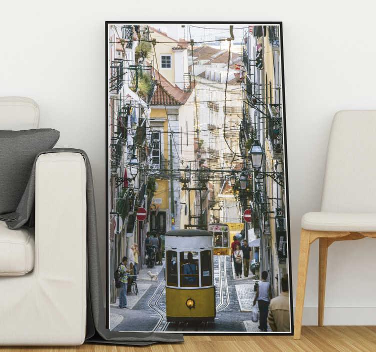 TenStickers. Autocolantes com cidades e países Rua de Lisboa. Mostra o teu amor pela linda cidade de Lisboa e personaliza a tua decoração com este magníficovinil autocolante de uma imagem de uma rua lisboeta!