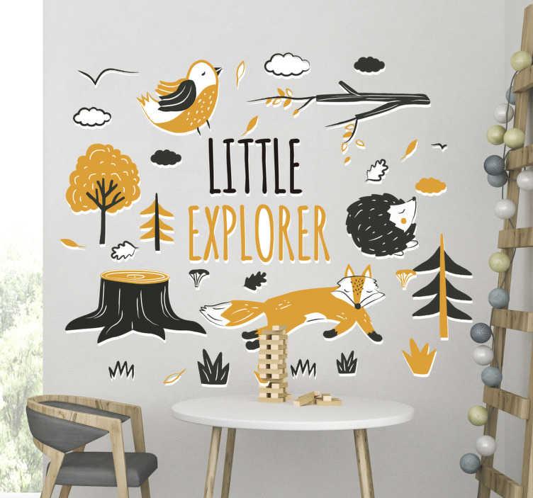 TenStickers. 小探险家野生动物贴纸. 儿童动物墙贴纸的卧室。带有文本的树木和动物创建的设计''小探险家。您可以选择自己喜欢的尺寸。