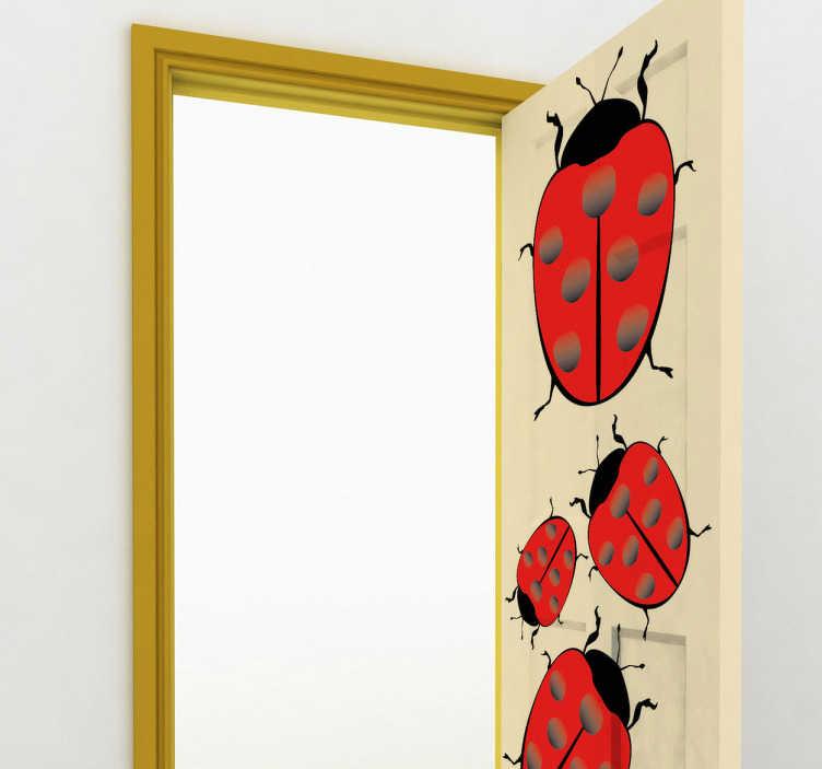 TenStickers. Sticker lieveheersbeestjes. Leuke wanddecoratie van lieveheersbeestjes voor het decoreren van de deuren of muren. Een set muurstickers met verschillende lieveheersbeestjes.
