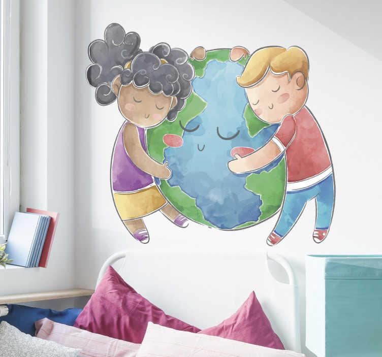 TenVinilo. Vinilo adhesivo de niños abrazando planeta. Vinilo para habitación infantil con diseño del mundo con dos niños encantadores. Este diseño puede estar en la habitación de los niños para que puedan disfrutarlo.