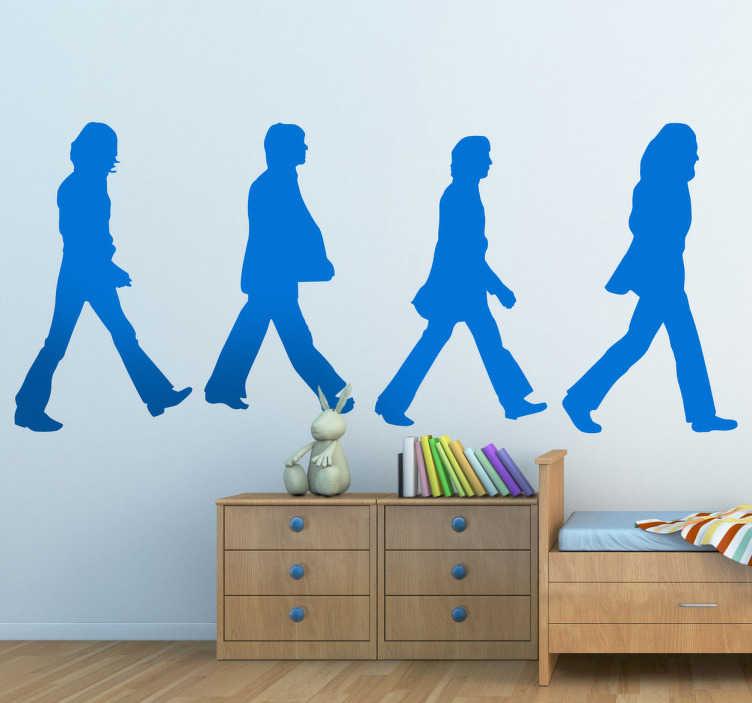 TenVinilo. Vinilo decorativo Beatles Abbey Road. Adhesivo decorativo con la silueta de los famosos componentes del grupo de música británico. Imagen célebre por formar parte de su álbum Abbey Road y su conocida portada.