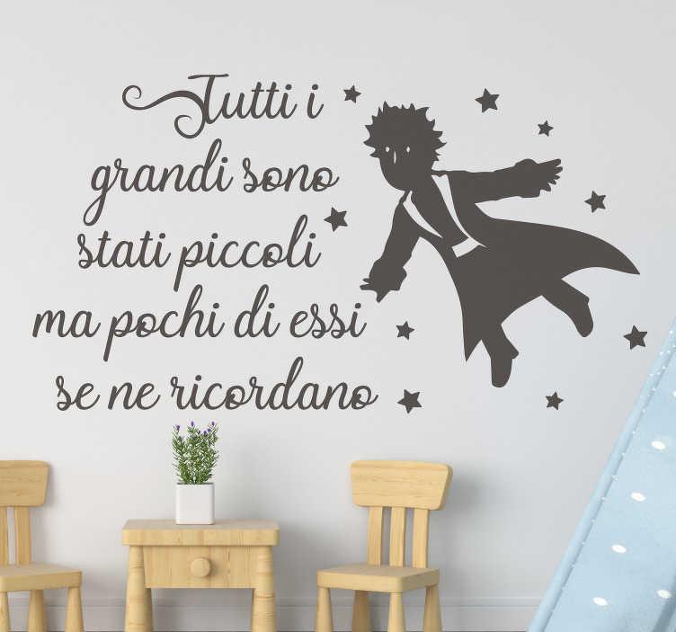 TenStickers. Adesivo murale frase principe piccolo. Adesivo murale frase principe piccolo per la camera da letto, la sala giochi e il vivaio di tuo figlio. Questo prodotto è un disegno del principe piccolo che vola.