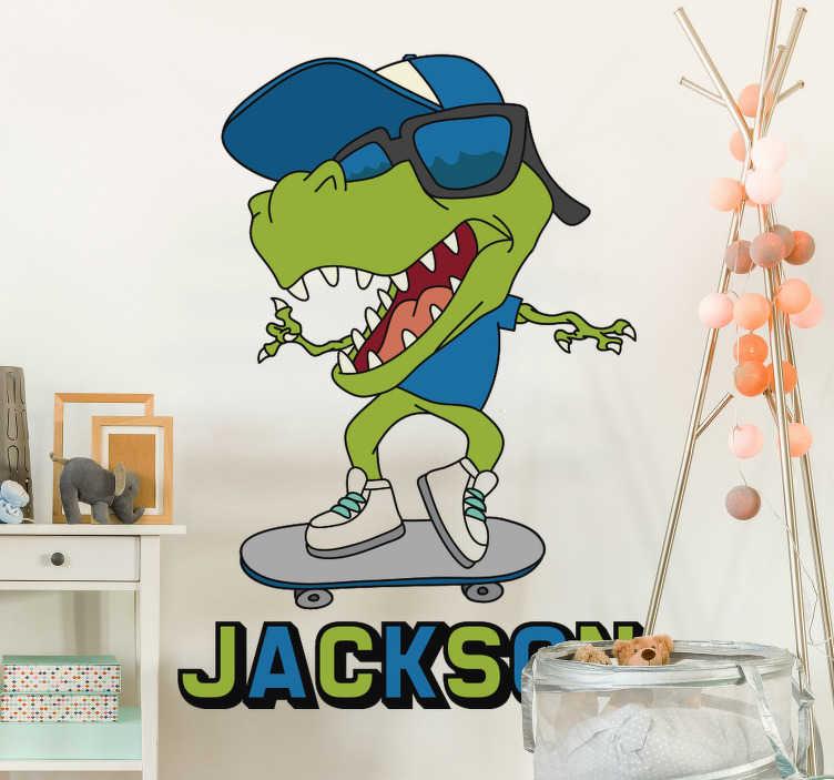 TenVinilo. Vinilo pared T-Rex en skate con nombre. Un vinilo pared de T-Rex alegre sobre skate con nombre para decorar la habitación de su hijo de forma original y divertida ¡Envío a domicilio!