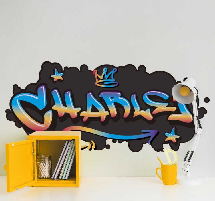 TenStickers. Graffiti naam concrete achtergrond stedelijke zelfklevende sticke. Een aanpasbare graffiti met betonnen muurzelfklevende sticker als achtergrond. Deze producten kunnen worden aangepast met elke gewenste naam en u kunt de grootte kiezen.