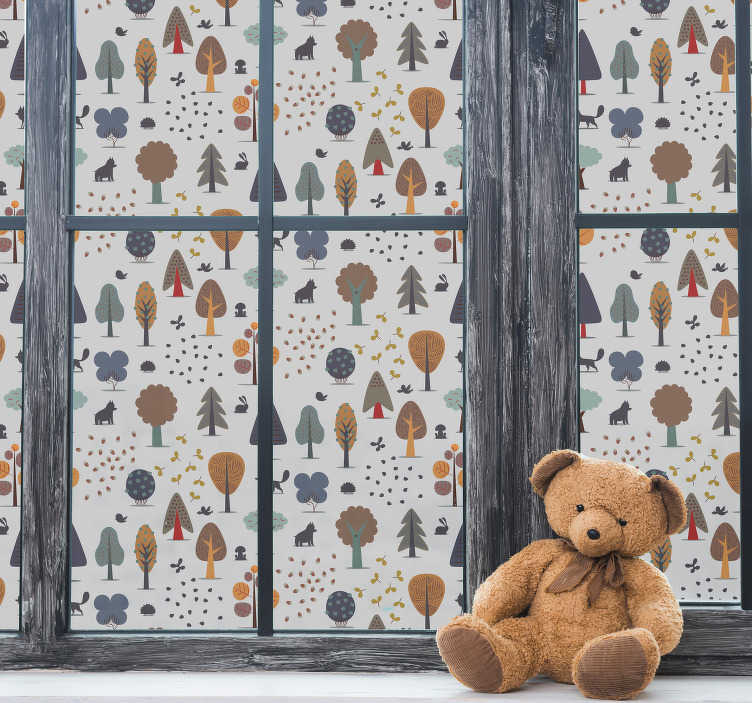 TenStickers. 숲 창 데칼. 키즈 침실에 거울과 창 표면을 장식하는 데 사용할 수있는 어린이 동물 창 데칼이있는 숲. 이 디자인은 적용하기 쉽습니다.