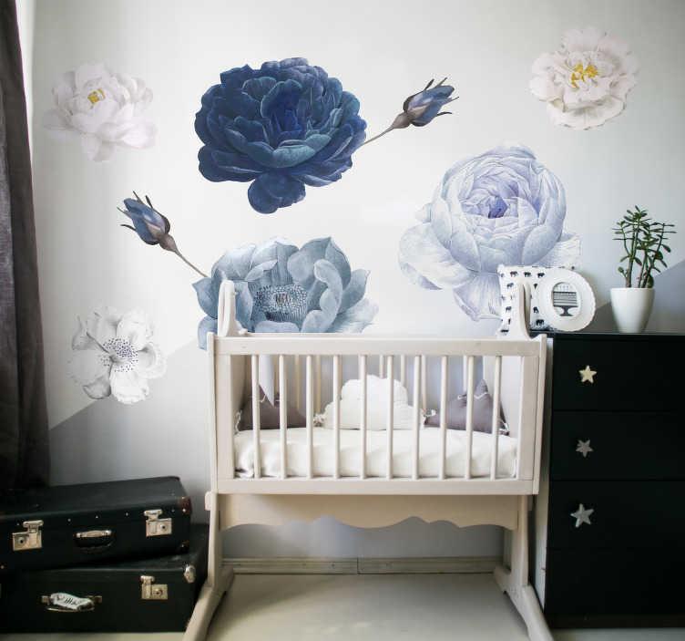 TenStickers. Adesivo fiore per cameretta fiore adesivo da parete. Un fiore blu e bianco colorato per camerette. Questo design contiene bellissimi fiori nei colori blu, bianco e grigio che faranno da camera da letto.