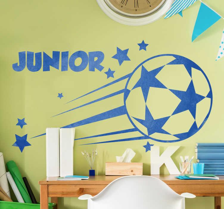 TenStickers. Nogometna nalepka. Osebno nalepko za najstniške nogometne stene, na kateri je lahko ime po vaši izbiri. Ta zasnova bo navdušila vašega otroka in ga je enostavno uporabiti