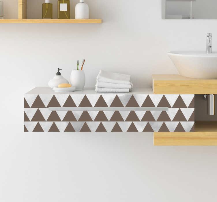 TenStickers. 회색과 갈색 삼각형 가구 데칼. 삼각형 모양으로 만든 장식용 회색 갈색 가구 스티커로 집에서 가구 표면을 아름답게하고 정의합니다. 적용하기 쉬운 디자인.