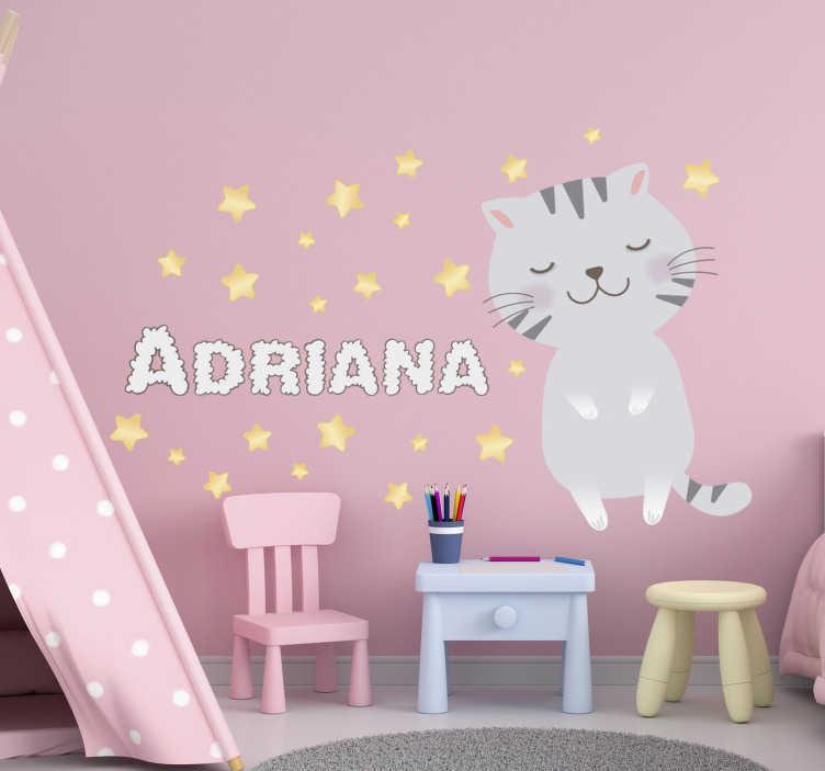 TenStickers. Vinil decorativo gatinha com nome. Vinil decorativo gatinha com nome ideal para decorar o quarto da sua filha. Este design também possui estrelas em redor da gatinha e do nome.