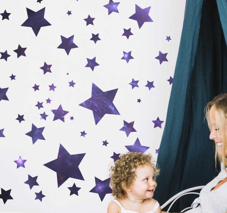 TenStickers. Univers stjerner plads klistermærke. Plads vægoverføringsbillede med stjerner for børn, at du kan dekorere dit barns værelse og gøre dem glade. Dette design kan være i den størrelse, du vælger.