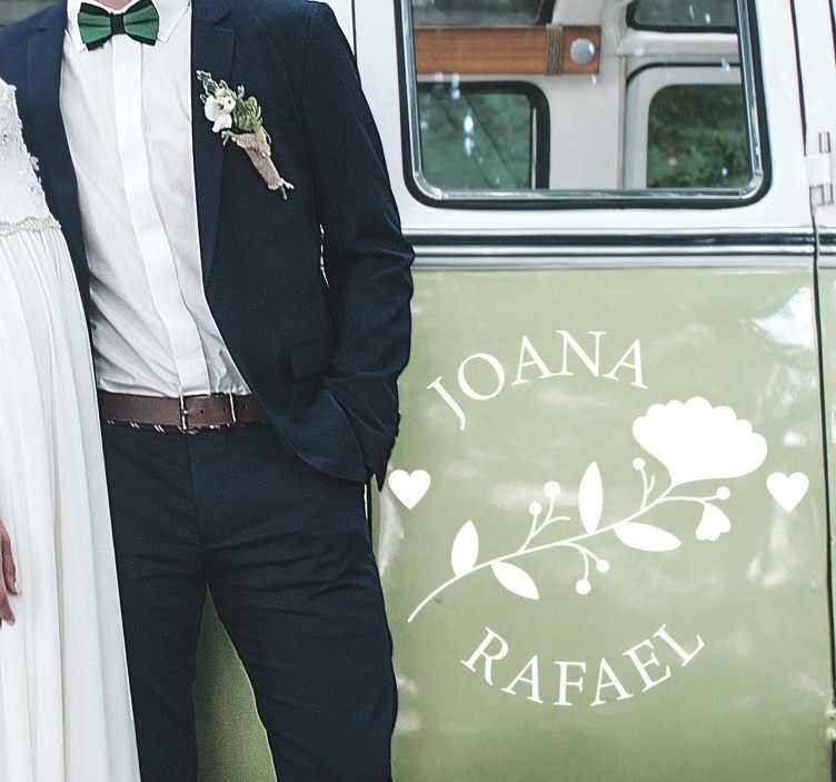TenVinilo. Vinilo decorativo boda flores personalizable. Personalice su nombre en nuestro vinilo boda floral con nombre para decorar su coche en el color que prefiera el día d su boda. Fácil de colocar.