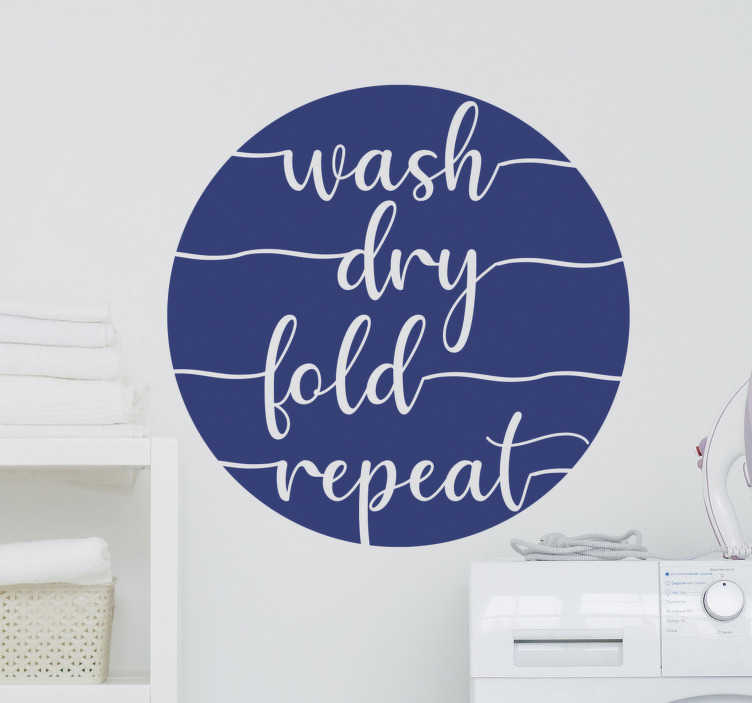 """TenStickers. 洗干折重复重复家用文字墙贴花. 易于在洗衣房使用墙壁贴花,其内容为""""清洗,干燥,折叠,重复""""。此设计的圆形文字非常时尚。"""