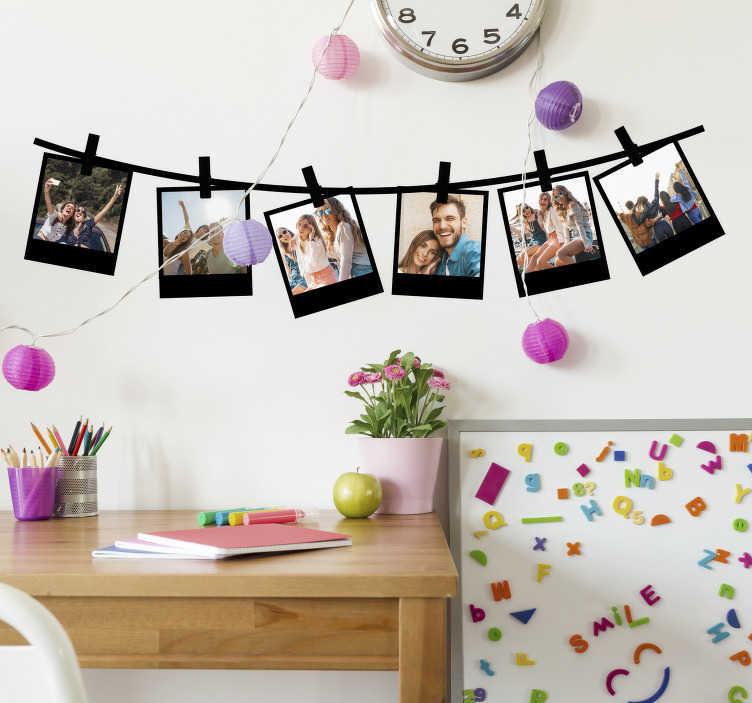 TenStickers. Zelfklevende sticker met polaroid fotolijst. Maak een familie album collectie op onze polaroid fotolijst zelfklevende muursticker en laat het muuroppervlak er mooi uitzien met de foto's erop.