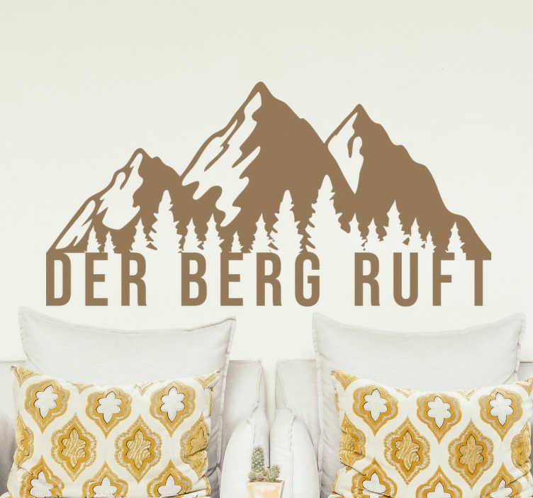 TenStickers. Der berg ruft text wandtattoo. Der dekorative wandaufkleber eines berges und ein textdesign, das abenteuer darstellt und für jeden raum im haus geeignet ist.