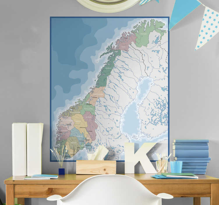 Tenstickers. Kart over norge veggoverføringsbilde. Enkel å bruke veggklistremerke på kartet over norge for å dekorere hjemmet ditt. Designen er vert for alle geografiske funksjoner relatert til denne lokasjonsbyen.