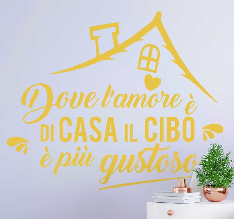 TenStickers. Citazione di amore per la sticker testo casa cucina. Frase adesiva amore per la casa facile da applicare creata con il testo che lega la casa in un linguaggio da cucina, puoi esplorare il design in qualsiasi colore tu voglia.