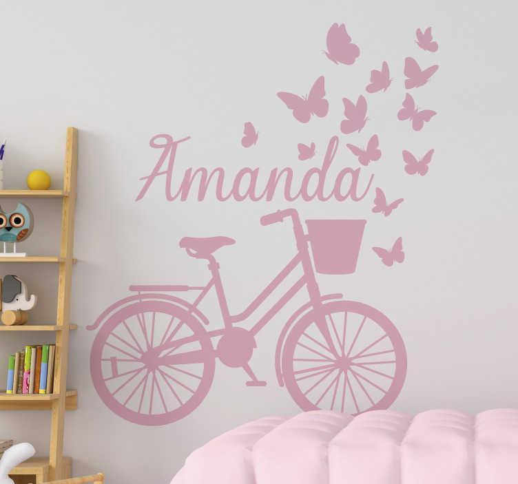 TenStickers. decoration murale printemps vélo avec nom papillon. Un stickers muraux personnalisable pour chambre d'enfant avec un vélo à ressort. Design créé avec un vélo avec des papillons et un nom de votre choix et de la couleur.