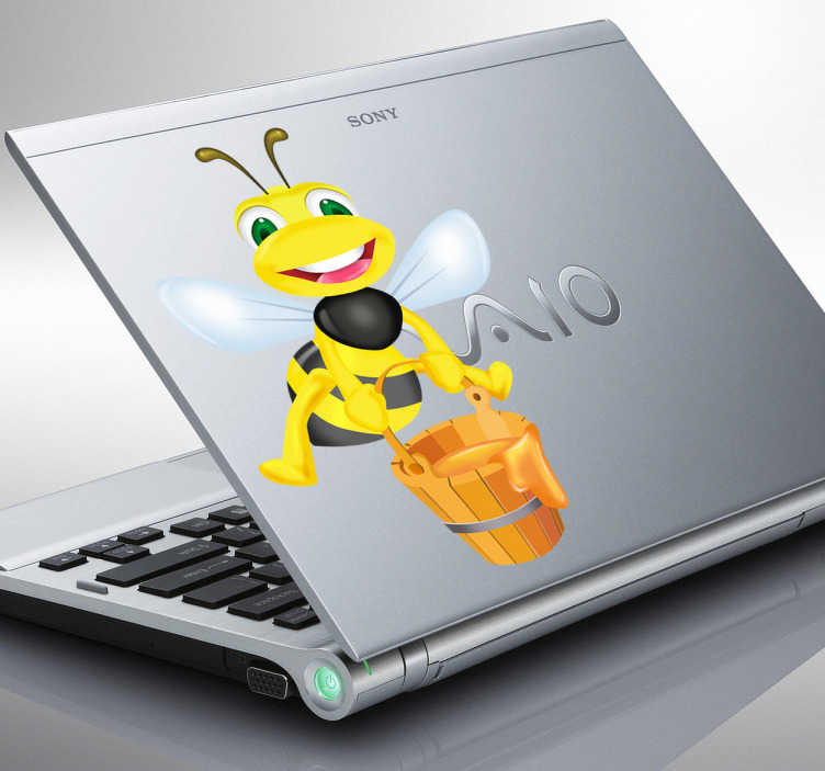 TenVinilo. Vinilo infantil para portátil abeja cubo miel. Vinilo para ordenador portátil de una risueña avispa llevando un cubo repleto de miel dulce para endulzar nuestro paladar mientras vuela.
