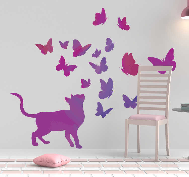 TenVinilo. Vinilo pared de animal gato lila con mariposas. Vinilo pared decorativa diseño de la idea de la decoración creada con mariposas y gatos. Producto exclusivo y bonito para amantes de los gatos.