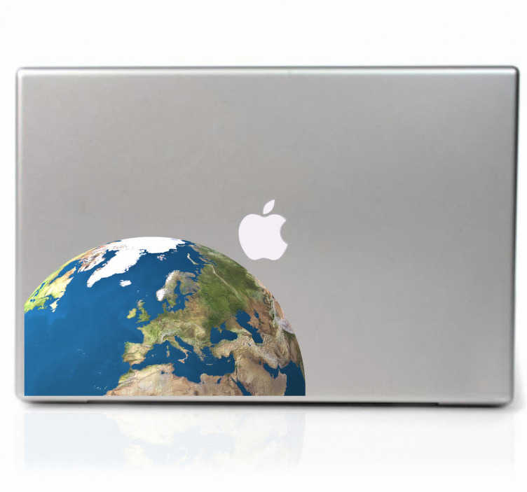 TenStickers. Weltkugel Laptop Aufkleber. Dieser spektakuläre Sticker für Ihren Laptop stellt die Erdkugel aus dem Blickwinkel eines Stalliten direkt auf Europa dar.