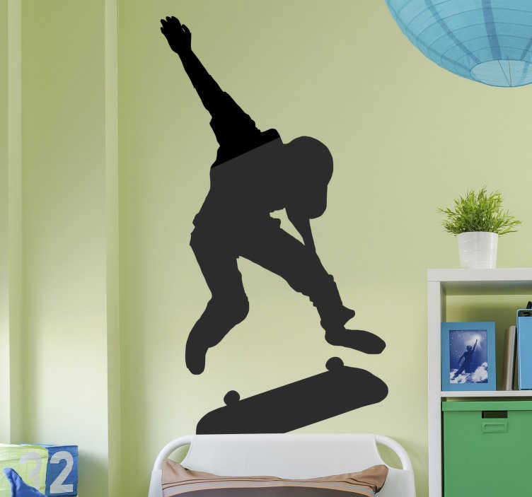 TenStickers. Silhouette skater met truck wall sticker. Easy to apply decorative wall sticker design of an extreme sport wall sticker with a skater on it. Available in different colour options and sizes.