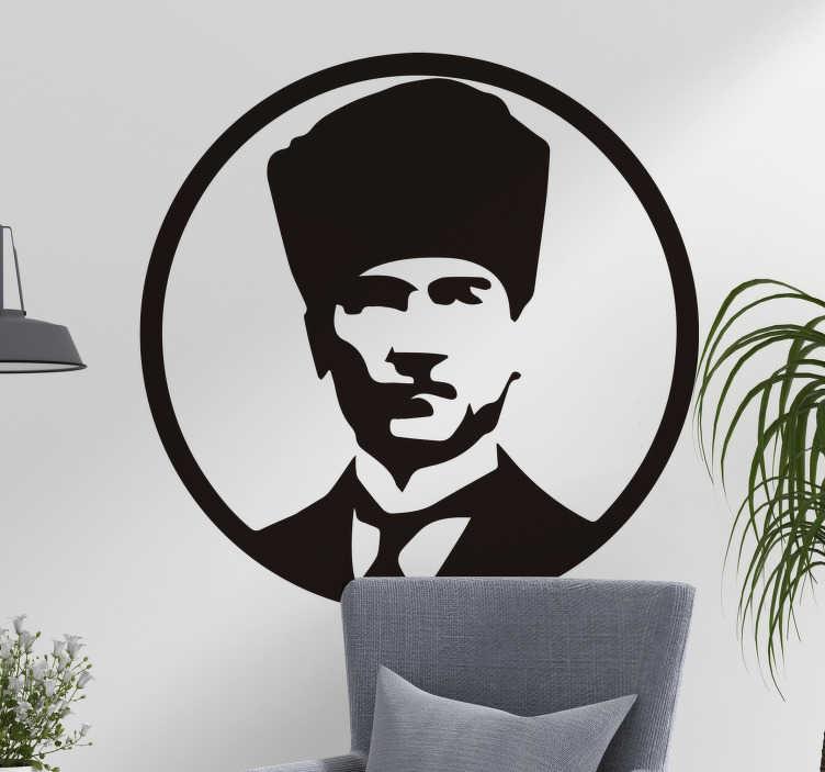 TenStickers. Mustafa kemal atatürk karakter duvar çıkartması. Herhangi bir düz yüzeyi süslemek için dekoratif duvar karakter etiketi. Tasarım mustafa kemal atatürk'ün kişiliğine sahiptir.