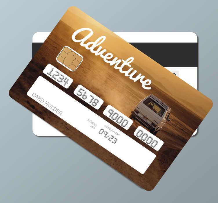 TenStickers. 모험 신용 카드 스티커. 모험 테마 의이 데칼 디자인으로 신용 카드의 표면을 장식하십시오. 접착 비닐을 적용하기 쉽고 표면에 맞게 설계되었습니다.