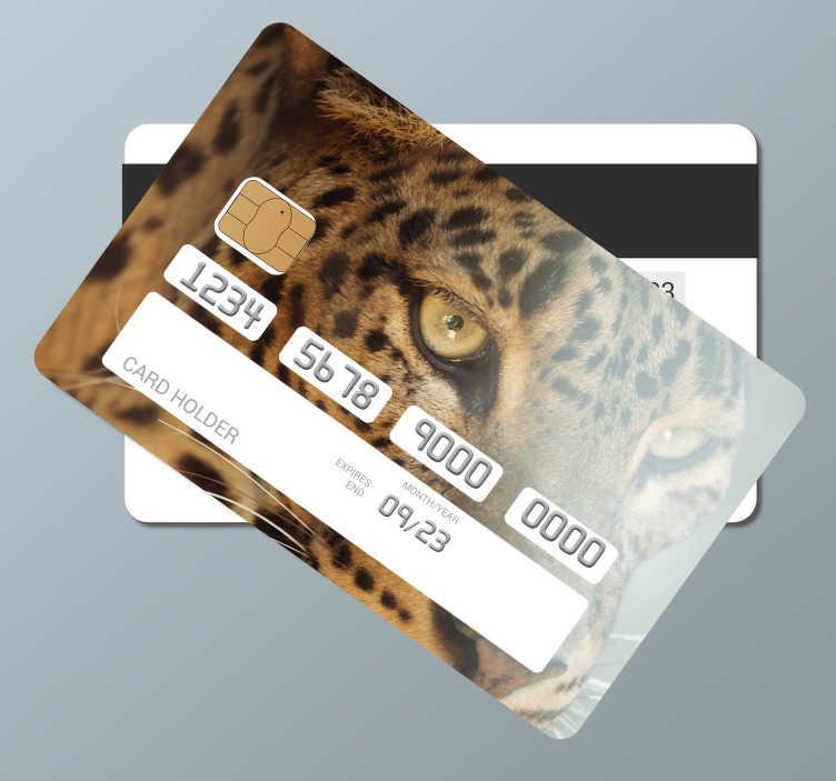 TenStickers. Vinil decorativo para cartão multibanco olhar de leopardo . Decore a superfície do seu cartão com o autocolante de vinil para cartão multibanco com esta imagem fantástica de um olhar de um leopardo.