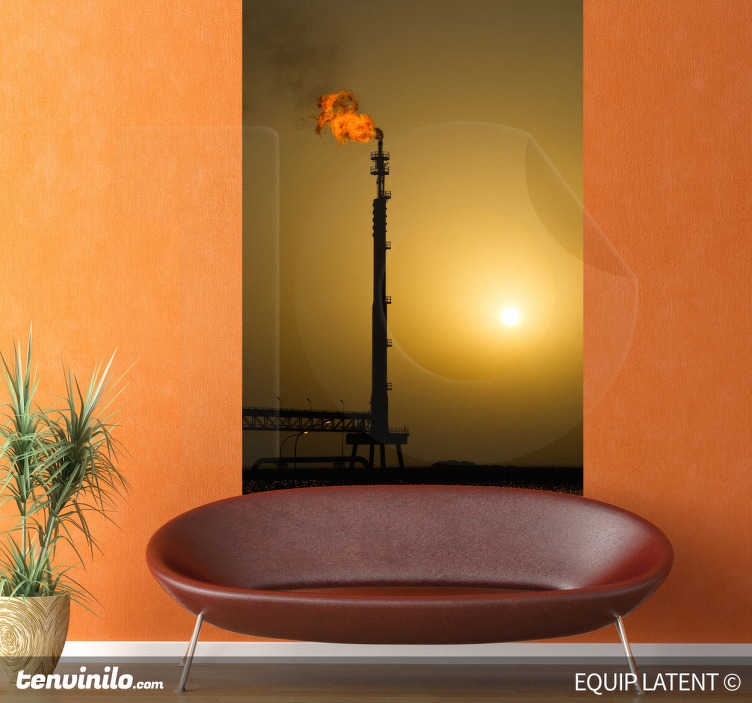 TenStickers. Naklejka zdjęcie pod światło rafineria. Naklejka dekoracyjna, która przedstawia zdjęcie robione pod światło. Obrazek przedstawia rafinerię petrochemiczną.
