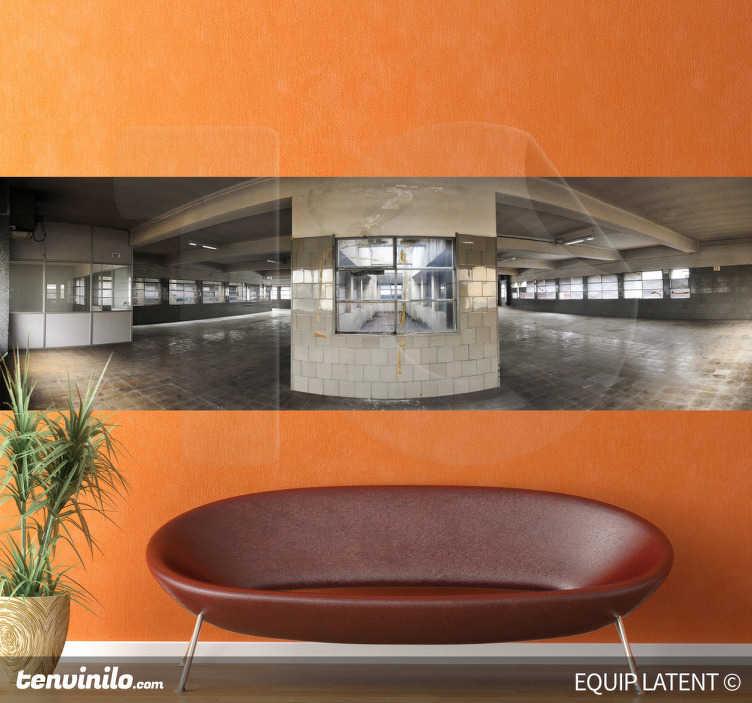 TenStickers. Sticker decorativo interno fabbrica 2. Fotomurale che ritrae l'interno di un grosso capannone industriale. Una decorazione moderna ed essenziale per il soggiorno o la camera da letto. Basato su una fotografia di Latent Estudi.
