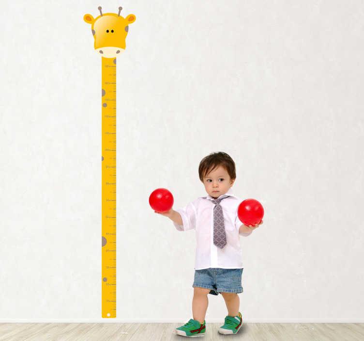 TenStickers. Girraffe til måling højdekort væg klistermærke. Måle evnen på dit barn, mens du dekorerer sit værelse med denne originale måler dannet af halsen på en giraf. Dekalets størrelse er justerbar. Hurtig levering.