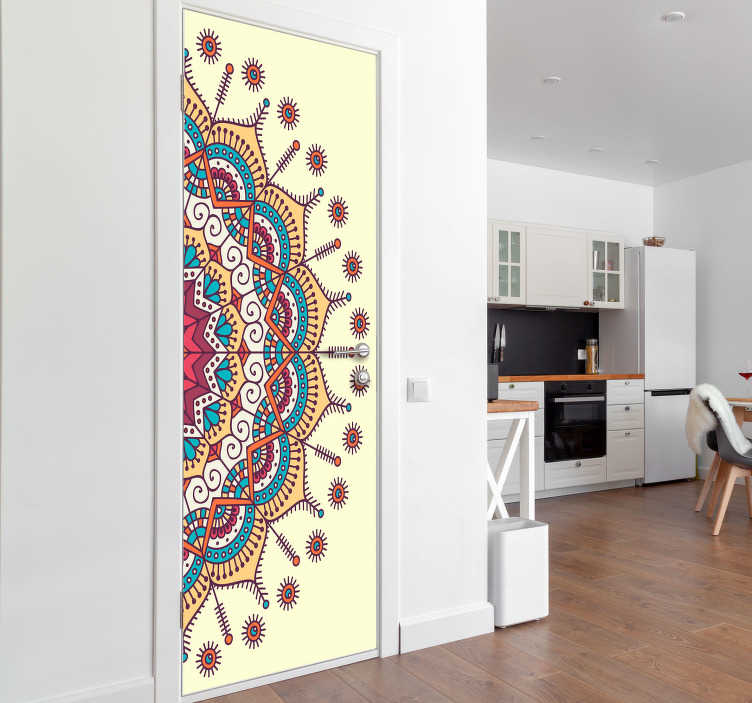 TenStickers. Nalepka na steklenih vratih mandale. Kupite našo dekorativno nalepko na vratih, oblikovano z originalnim vzorcem vintage mandale. Neverjetna dekoracija po meri, ki ustreza vsakemu želenemu prostoru