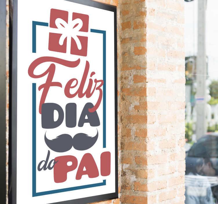 """TenStickers. Vinil decorativo para montras Presente Feliz Dia do Pai. Decore a montra da sua loja com este autocolante para montras feito para o Dia do Pai com texto """"Feliz dia do pai"""" acompanhado de um bigode e um presente."""