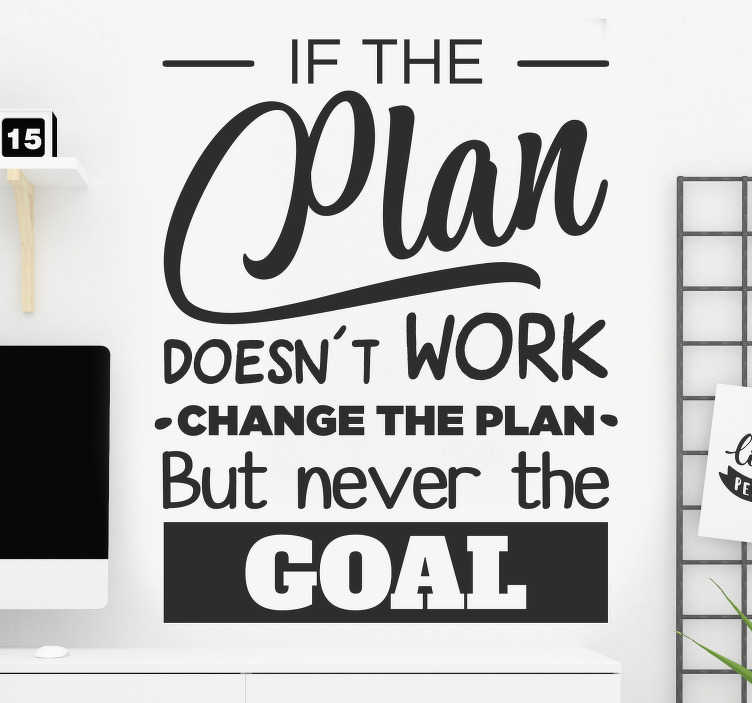 TenStickers. 절대 목표 산업 스티커를 변경하지 마십시오. 근로자와 직원을위한 동기 부여의 텍스트로 설계된 사무실 벽 스티커. 그것은``계획이 작동하지 않으면 ''이라고 말하는 고무적인 내용을 가지고 있습니다.....